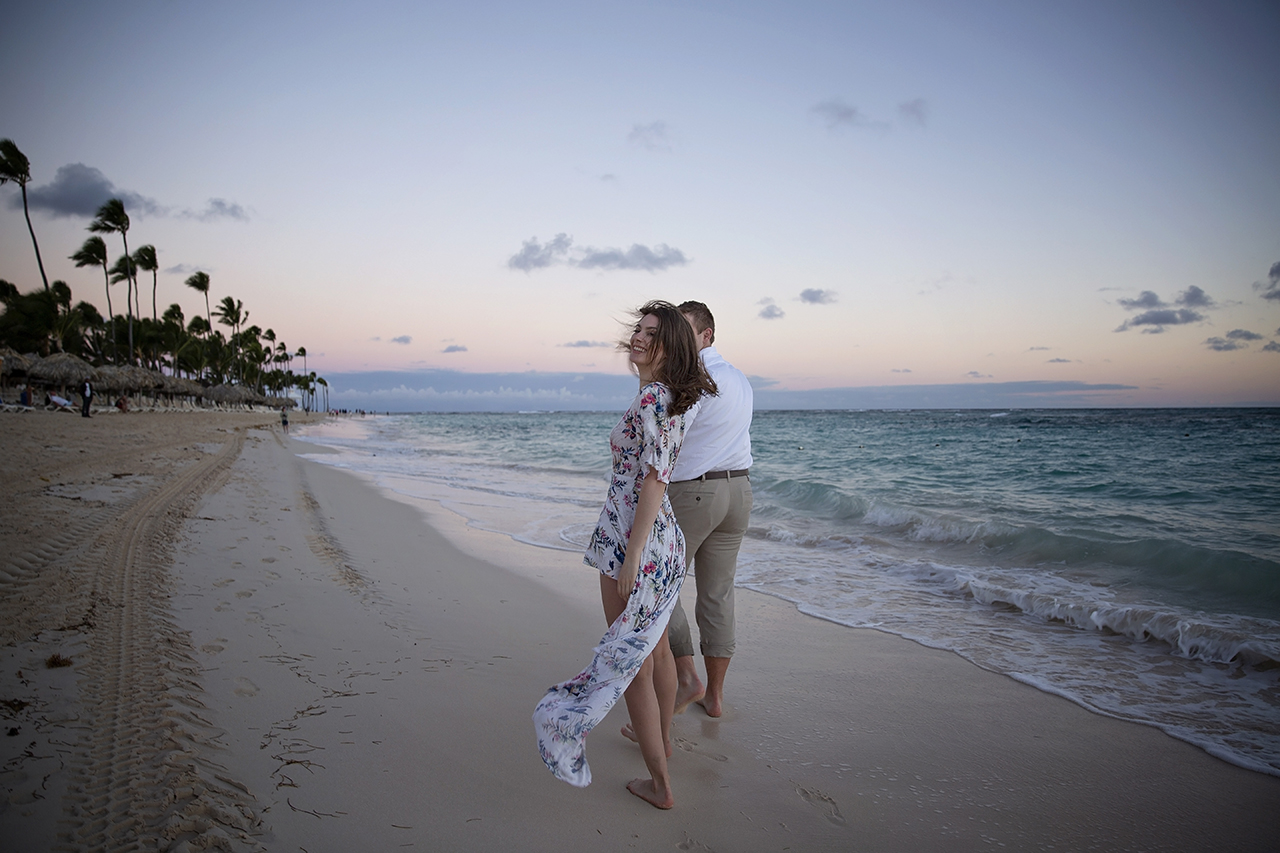 punta cana wedding photographer photoshoot on a beach with bride and groom 40
