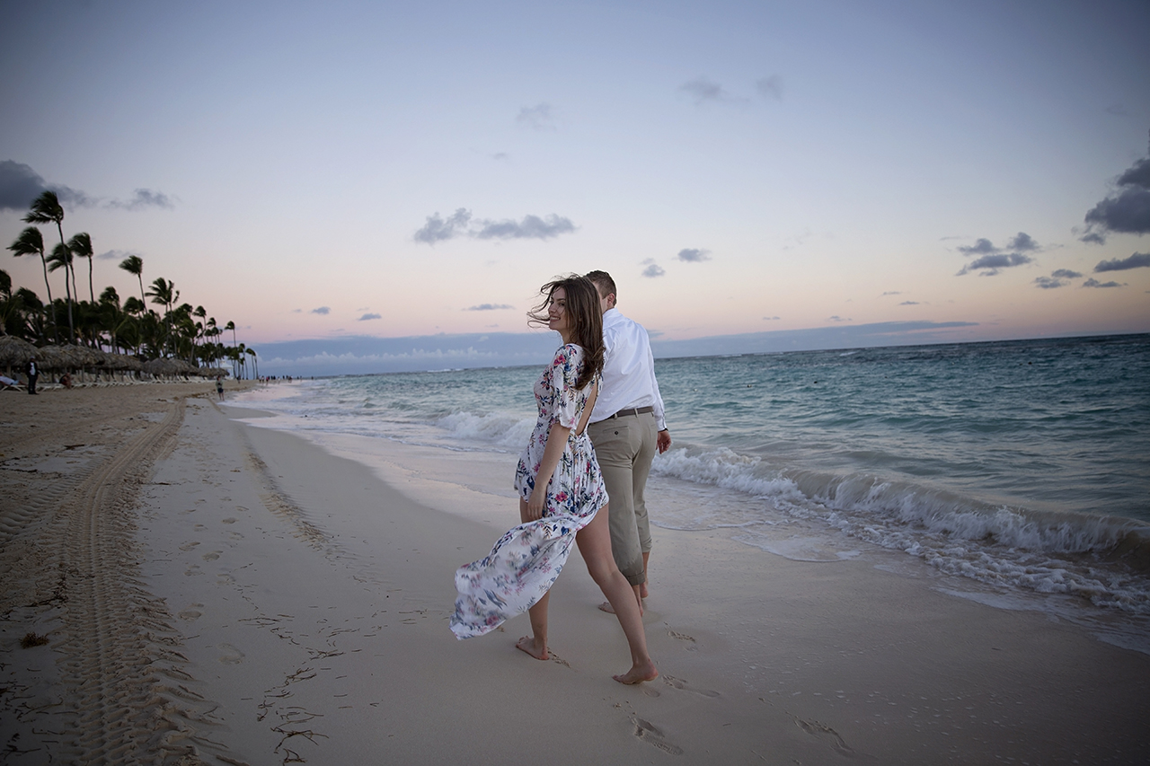 punta cana wedding photographer photoshoot on a beach with bride and groom 5