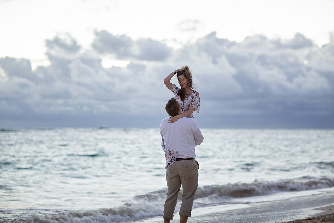 punta cana wedding photographer photoshoot on a beach with bride and groom