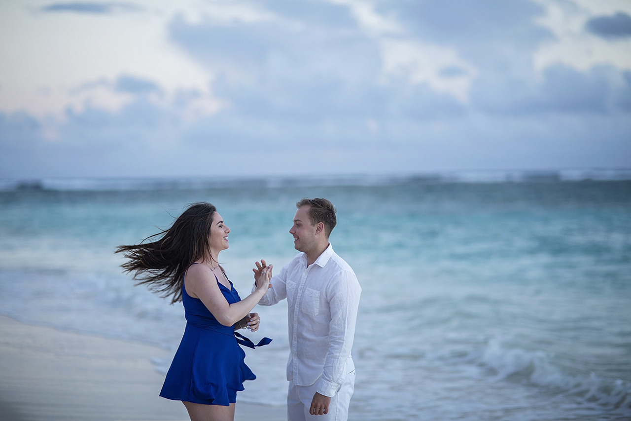 punta cana wedding photographer photoshoot on a beach with couple 13