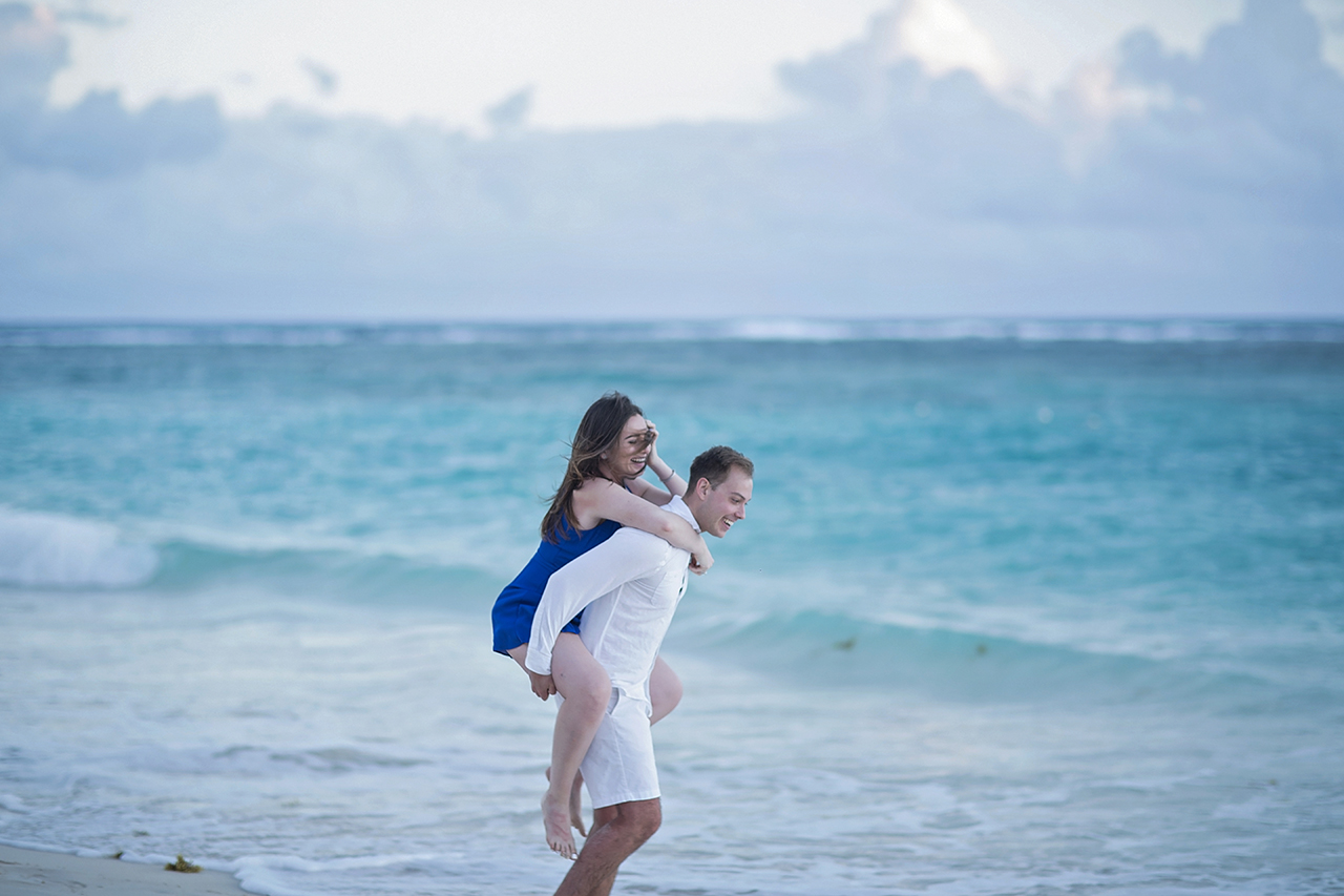 punta cana wedding photographer photoshoot on a beach with couple 17