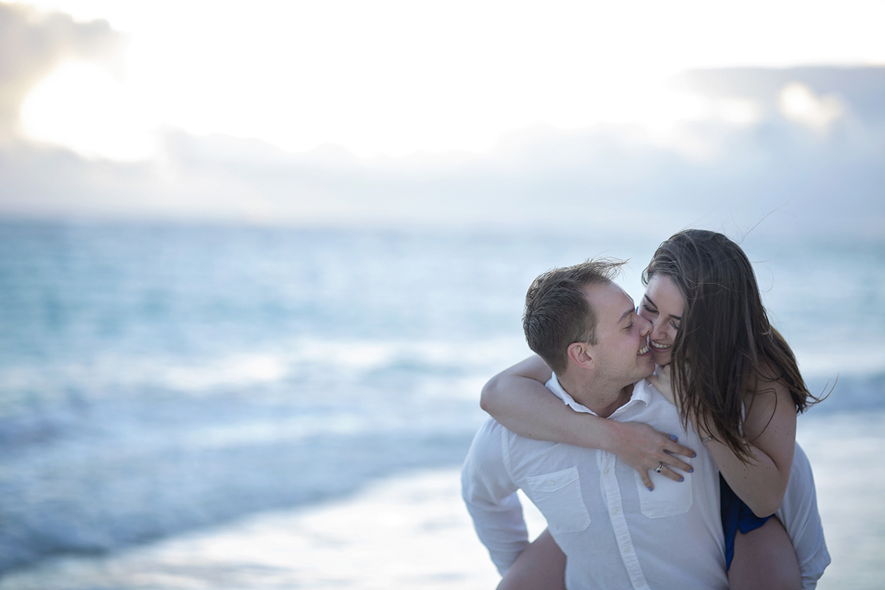 punta cana wedding photographer photoshoot on a beach with couple 19
