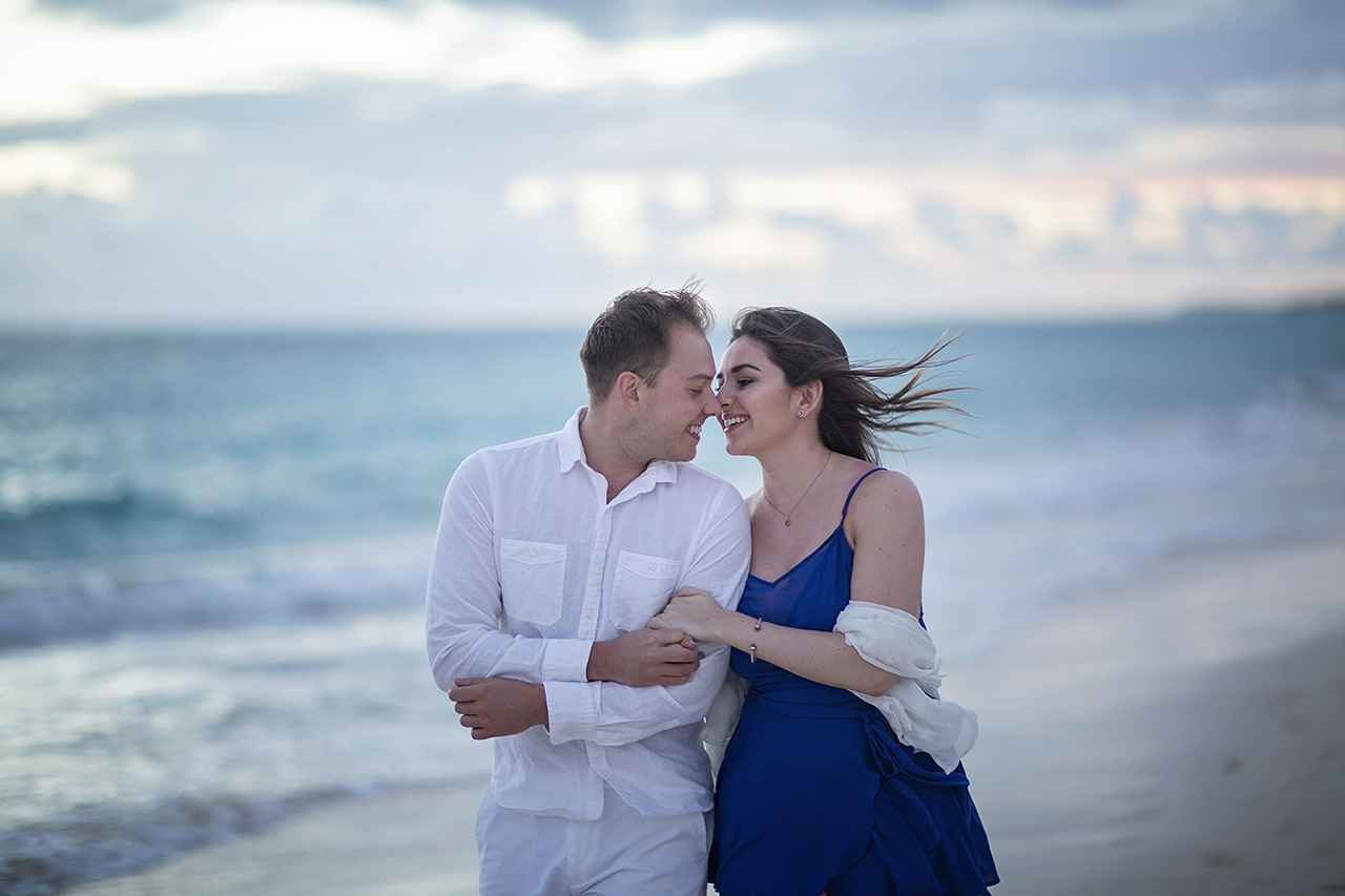 punta cana wedding photographer photoshoot on a beach with couple 2