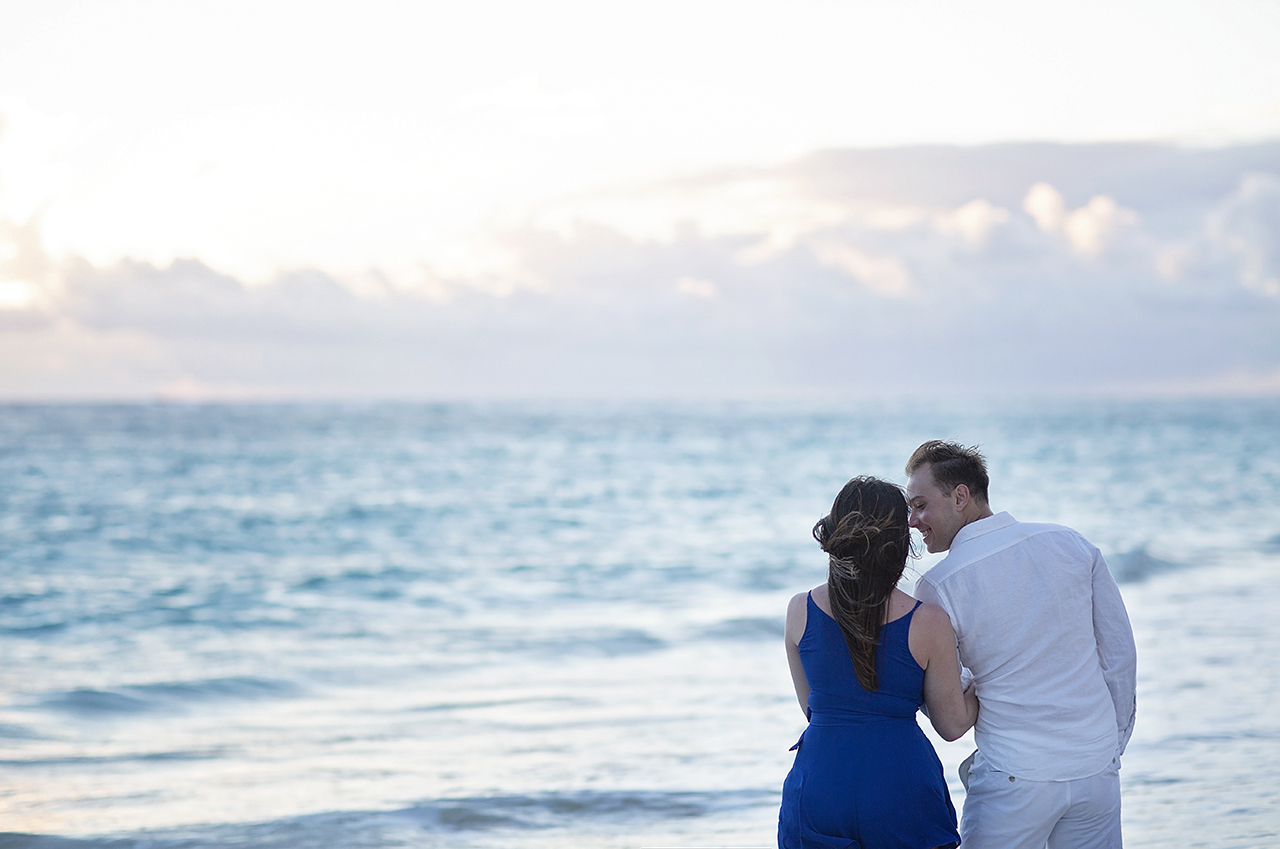 punta cana wedding photographer photoshoot on a beach with couple 20