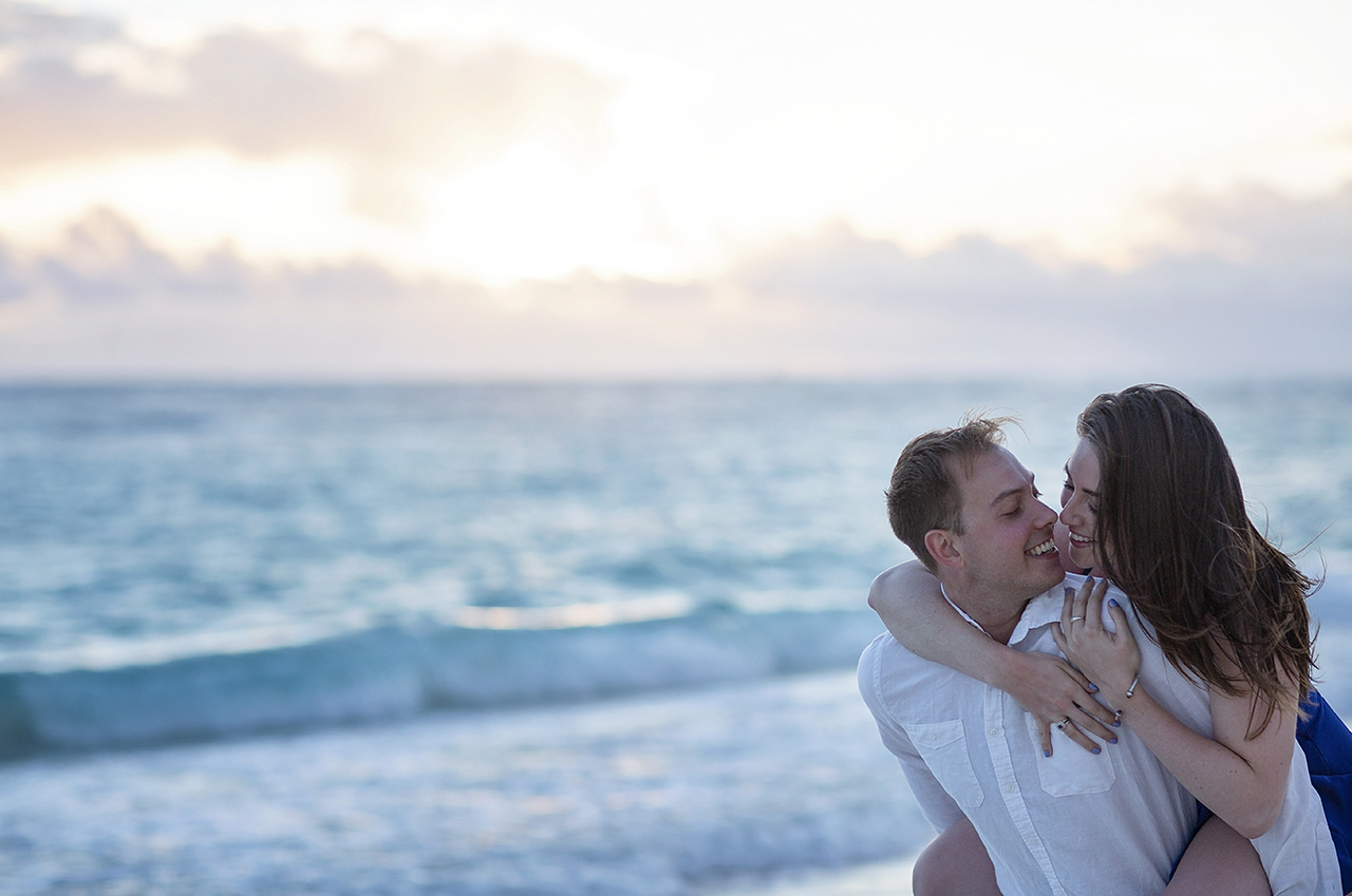 punta cana wedding photographer photoshoot on a beach with couple 25