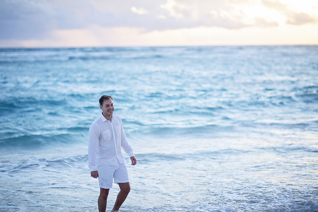 punta cana wedding photographer photoshoot on a beach with couple 32
