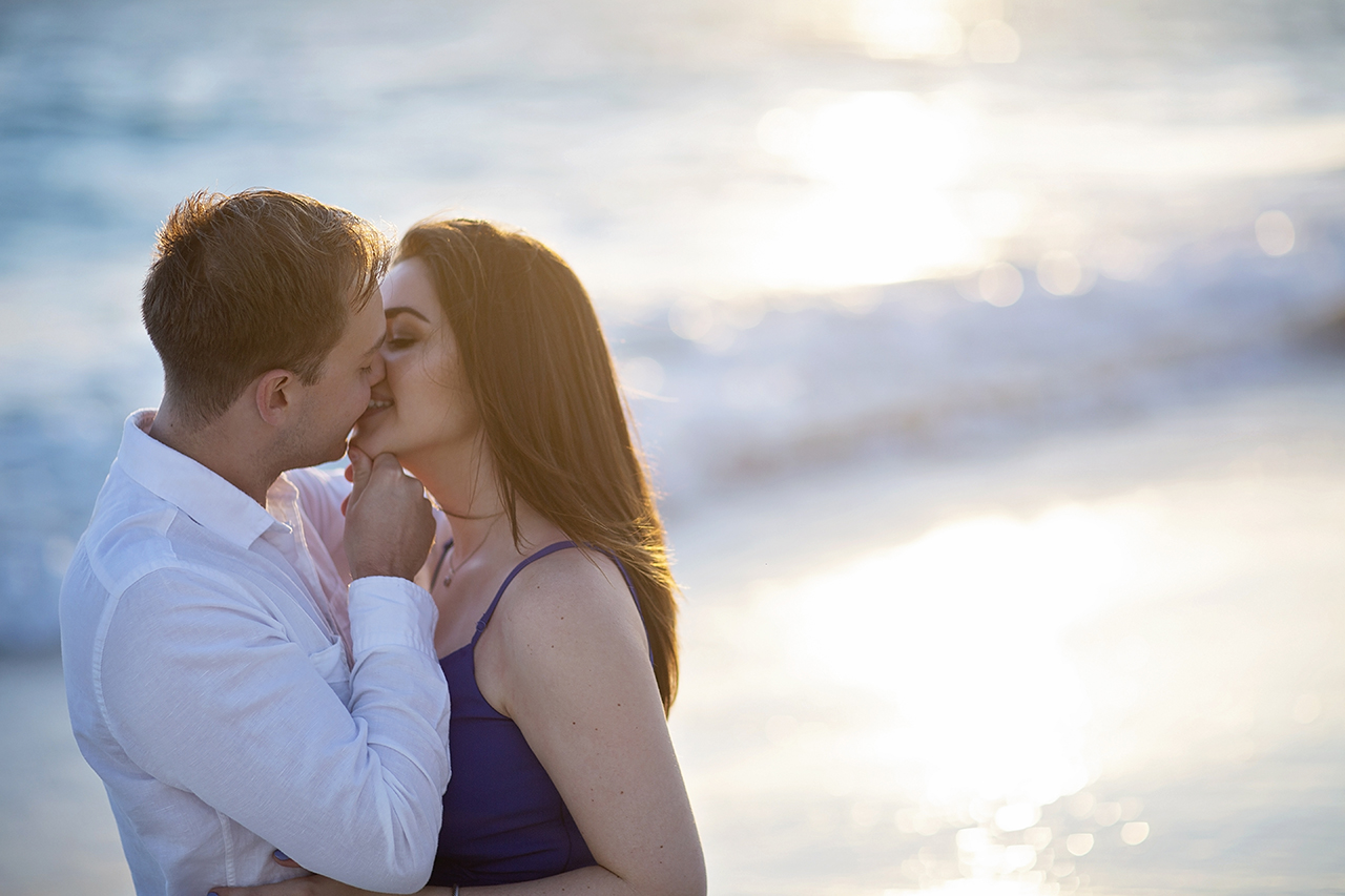 punta cana wedding photographer photoshoot on a beach with couple 35