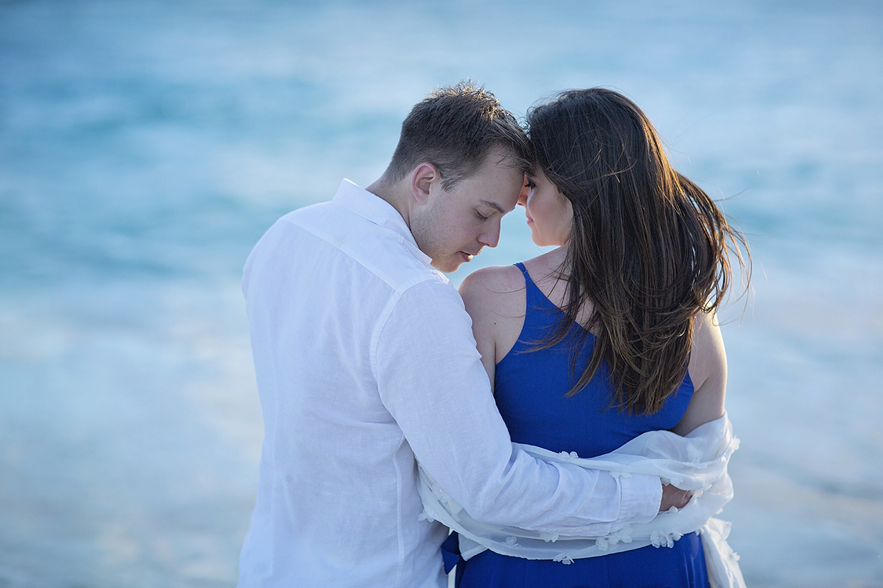 punta cana wedding photographer photoshoot on a beach with couple 45