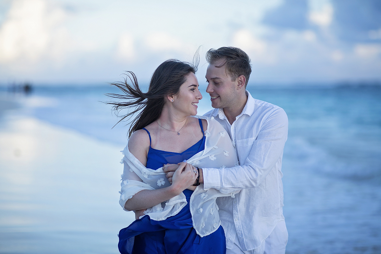 punta cana wedding photographer photoshoot on a beach with couple 48