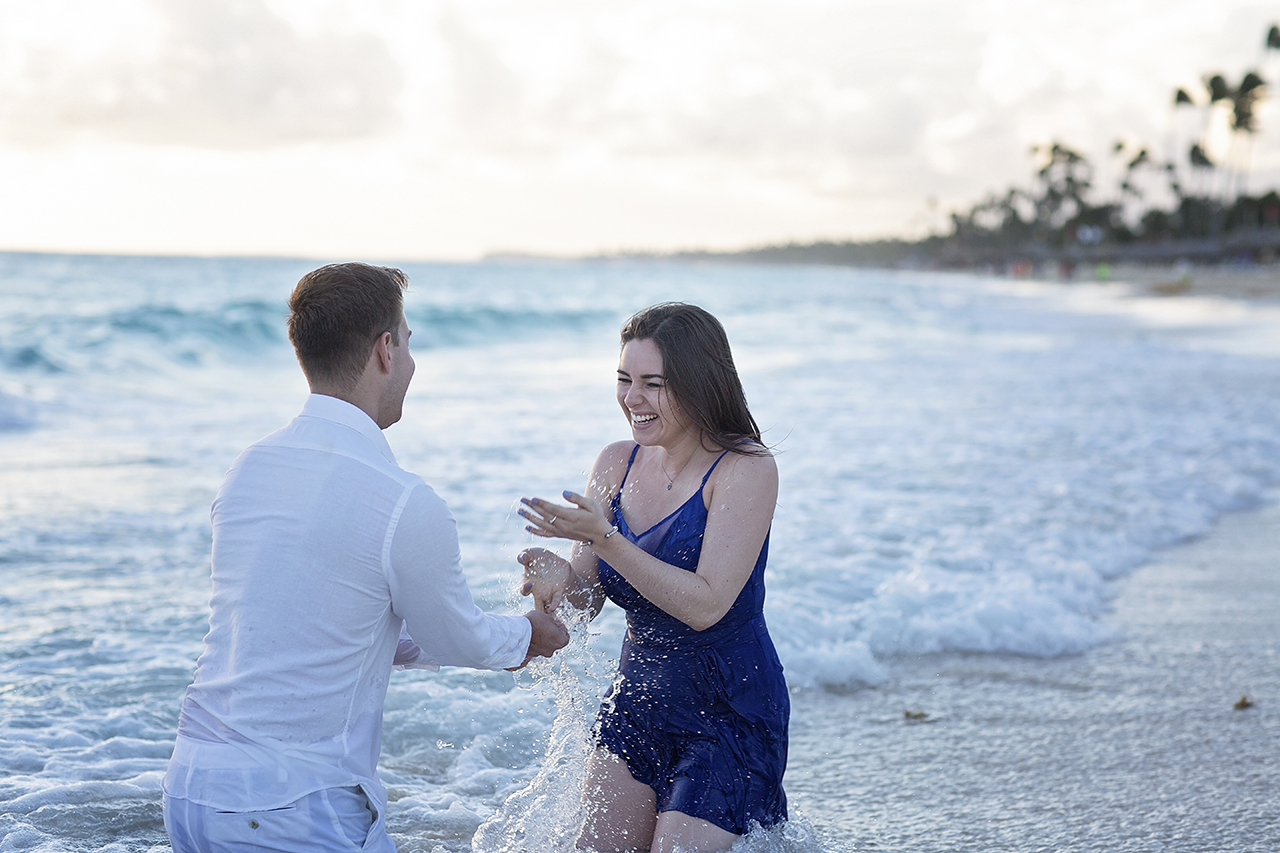 punta cana wedding photographer photoshoot on a beach with couple 49