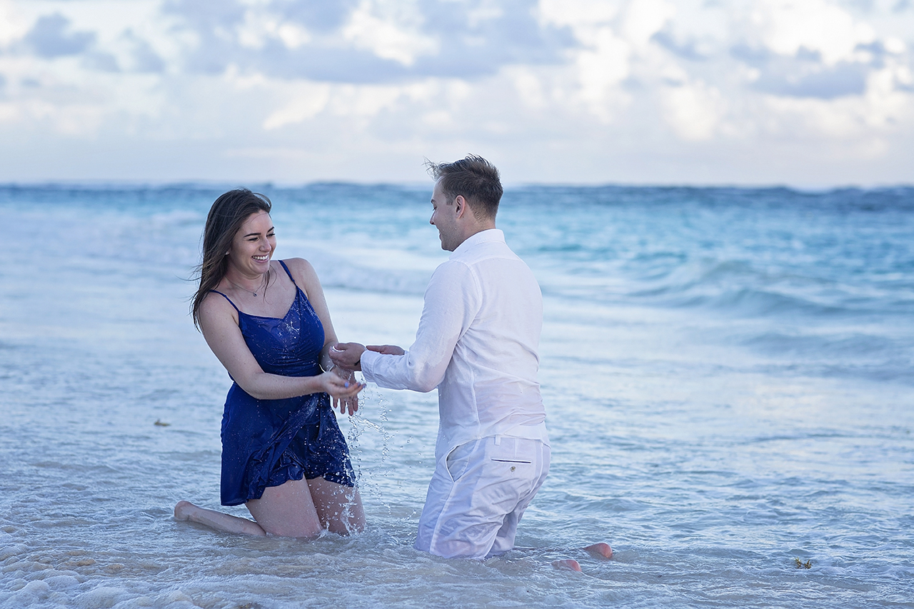 punta cana wedding photographer photoshoot on a beach with couple 52