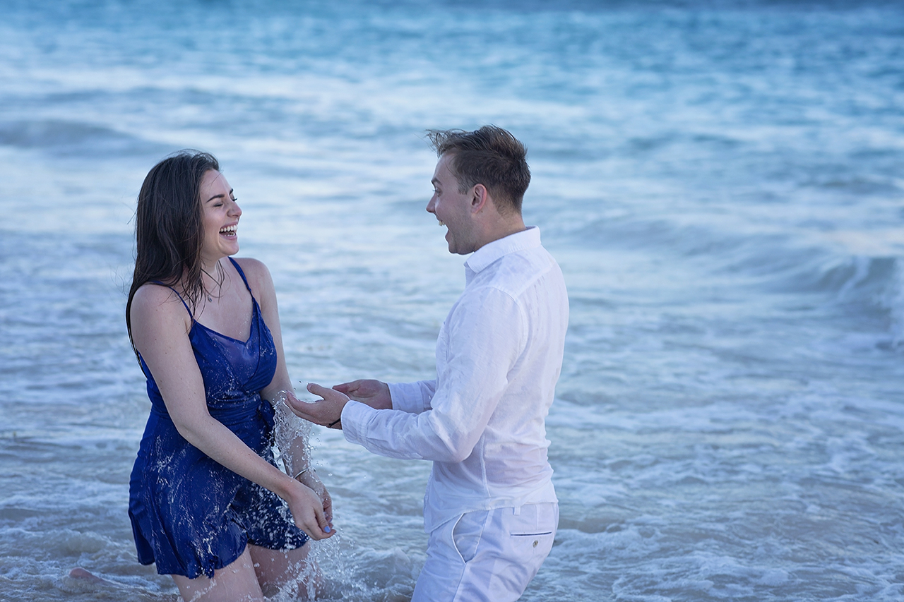 punta cana wedding photographer photoshoot on a beach with couple 55