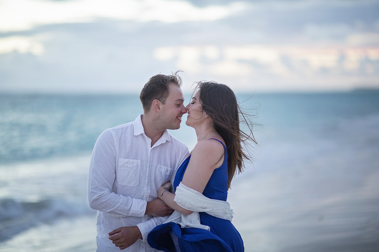 punta cana wedding photographer photoshoot on a beach with couple 7